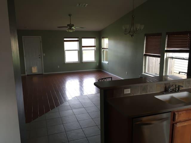 Cheap and Quiet House - โอกลาโฮมา ซิตี้ - บ้าน