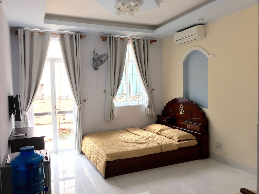 ROOM 202 - Small balcony and private bathroom (Deluxe room, biggest room)