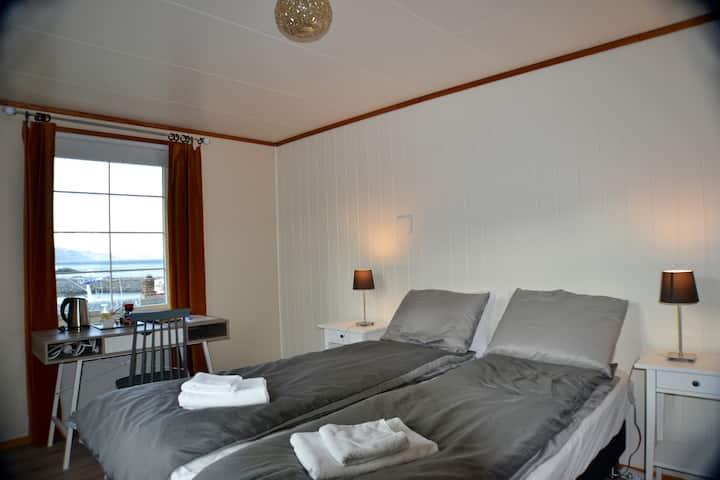 """Manor House - Room """"Festhæltinden"""", Hamnøy Reine"""