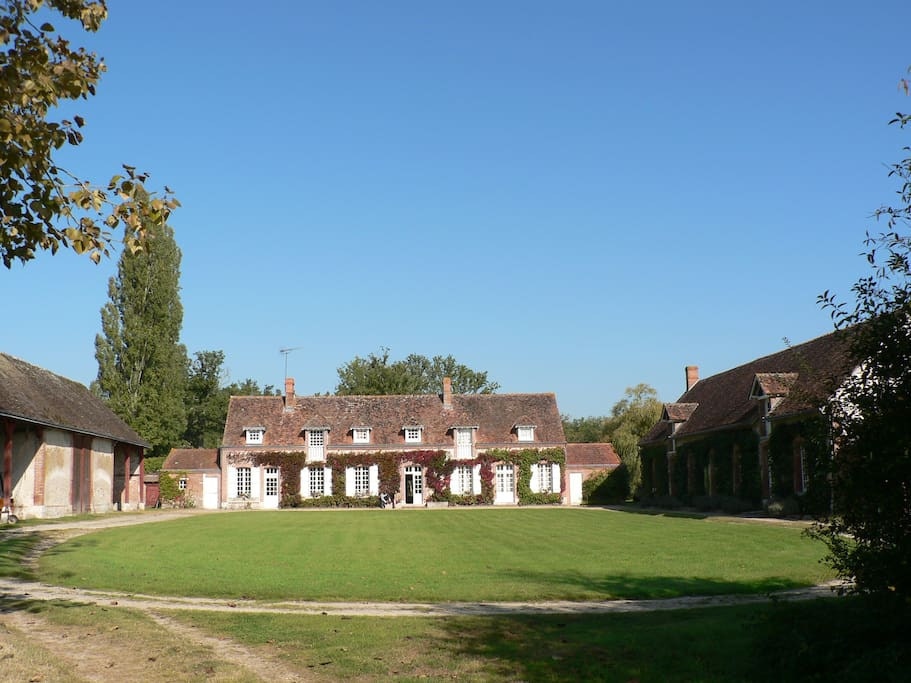Large family house near loire and cher chateaux houses for Big family house