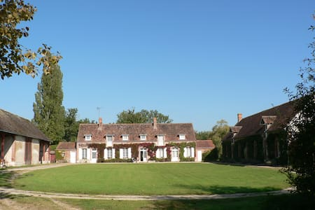 Large family house near Chateaux - Huis