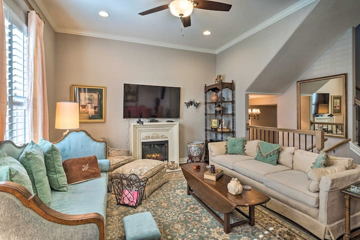 NEW! Pet-Friendly Townhome ~ 2 Mi to Town Square!
