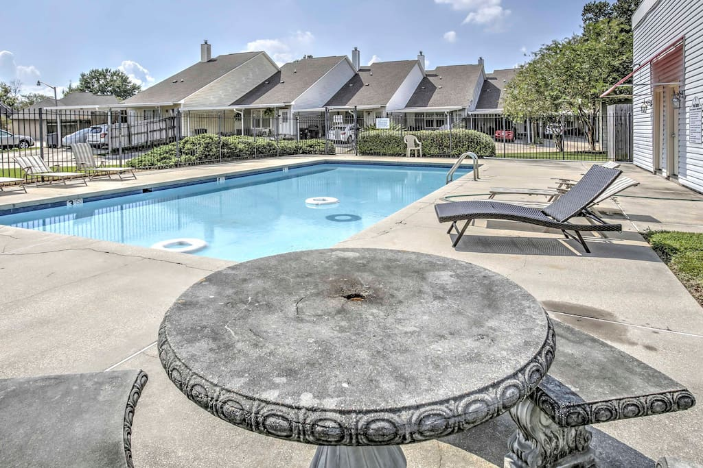 Located only 5-10 minutes from LSU's campus and Death Valley, this 2-bedroom, 1.5-bathroom vacation rental townhouse is perfect for families or friends visiting students at the university.