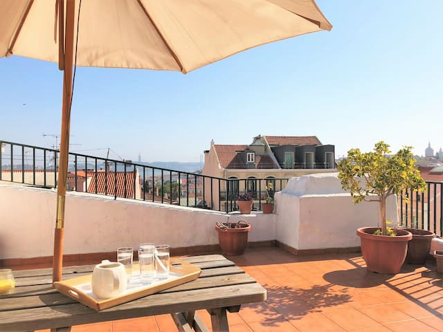 ROOFTOP terrace! Bright and cozy (Website hidden by Airbnb) BR.ALTO!