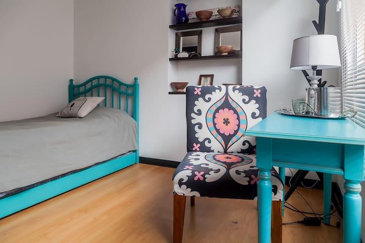 Two single bed room with private bathroom - Bogotá - Condominium