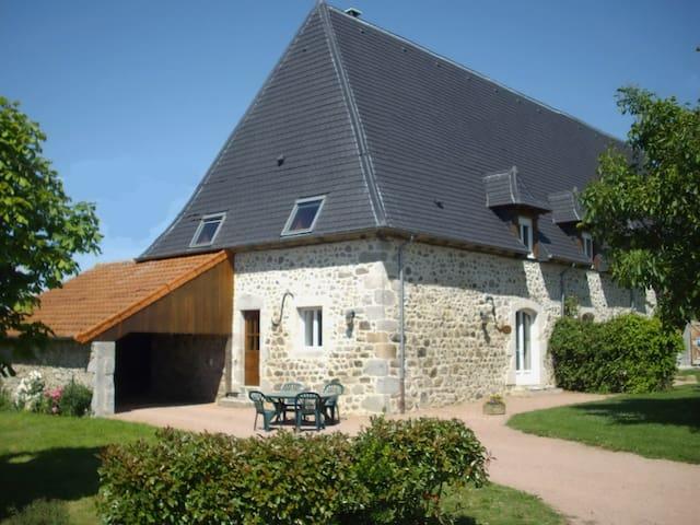 Gîte le marronnier - Saint-Mamet-la-Salvetat