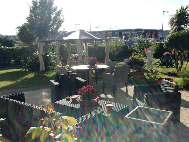 Superbe petit coin cosy 22m2 cuisine SBB jardin