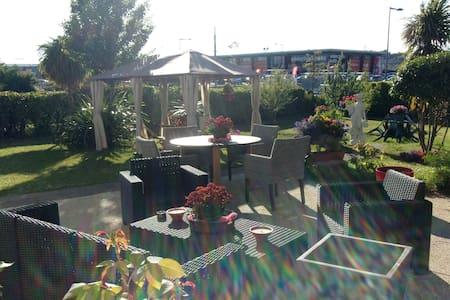 Superbe petit coin cosy 22m2 cuisine SBB jardin - Brest