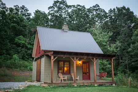 Cozy Mountain Retreat 4th night free in APRIL!