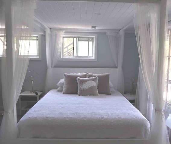 Luxury Kingsize 4 Poster Bed