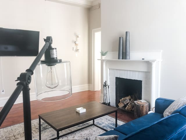 ★ Private  DT Apartment ★ Free Parking ★ WIFI