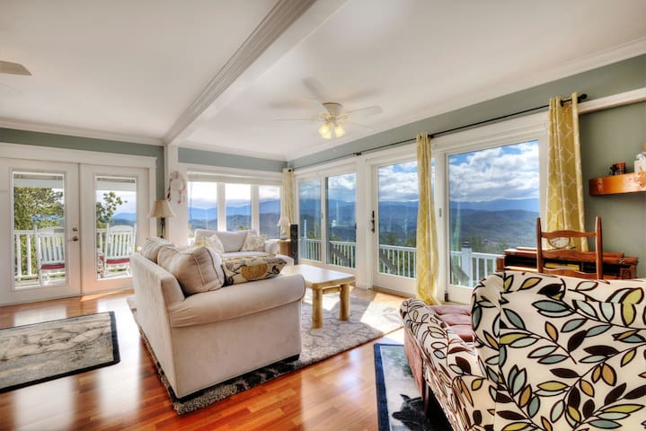 Romantic Getaway with Stunning Panoramic Views - Sevierville