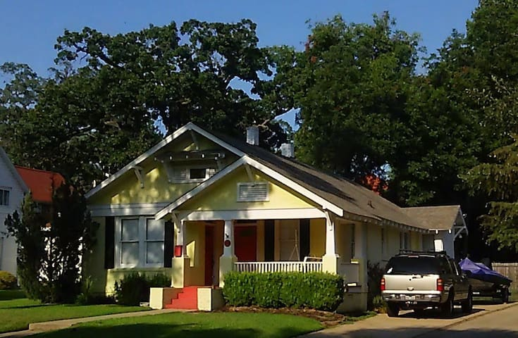 Cozy Cottage in Historic District - Texarkana - Huis