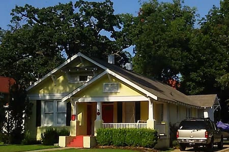 Cozy Cottage in Historic District - Texarkana
