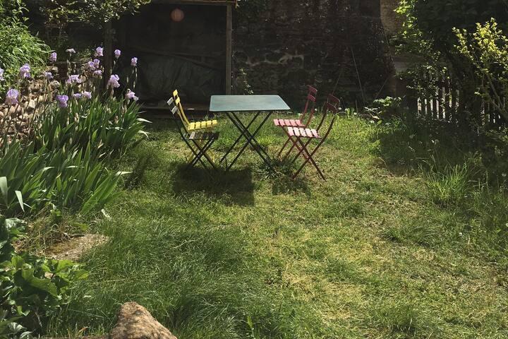 Maison et jardin dans village de caractère