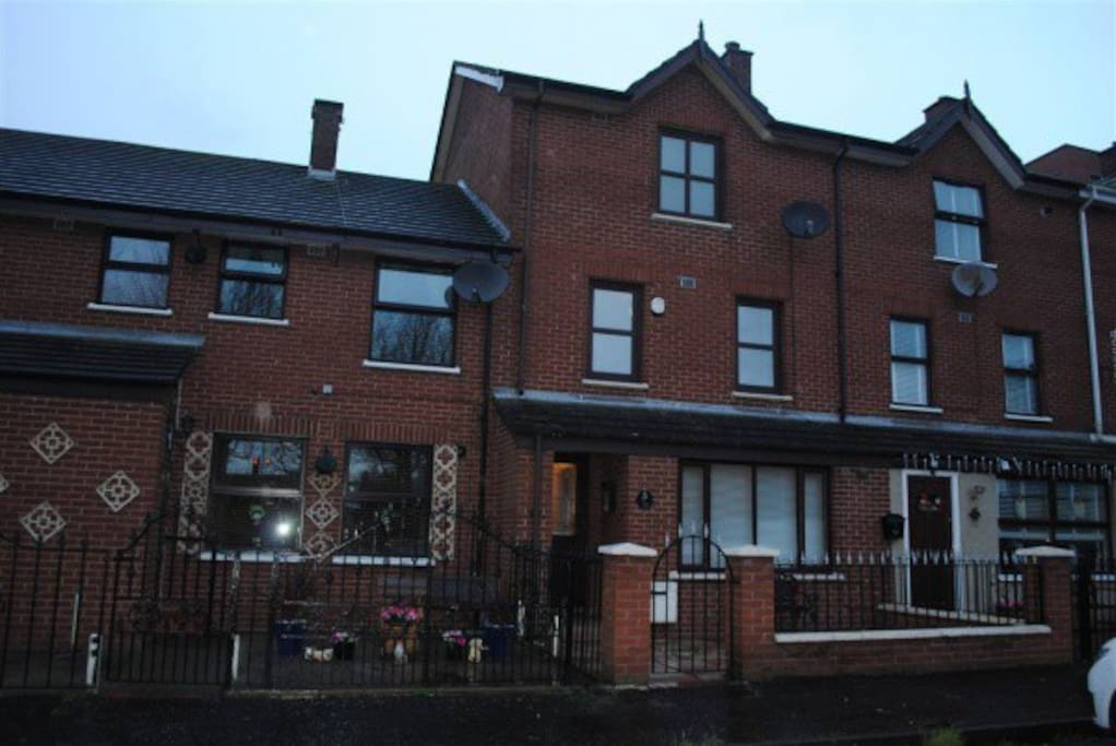 Large 3 storey home close to City Centre