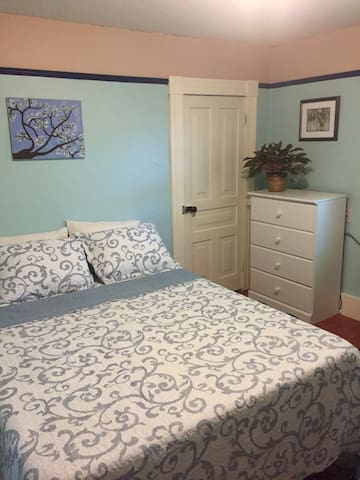 King bed in Village District - Marquette - Casa