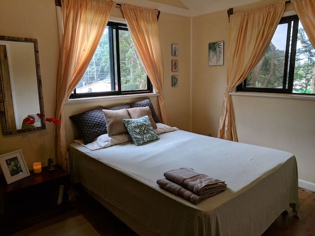 Roundhouse in the Branches: Bedroom 1