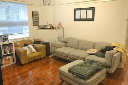 Lovely Art Deco Apt, Wifi, Double Bed - Summer Hill
