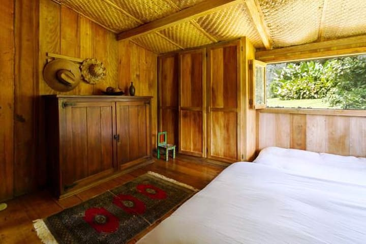Amazing Wooden Cottage in Mindo