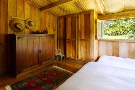Amazing Wooden Cottage in Mindo - Mindo - Bed & Breakfast
