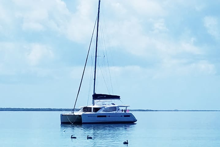 Sail Belize on Endless Options, a Lagoon 480