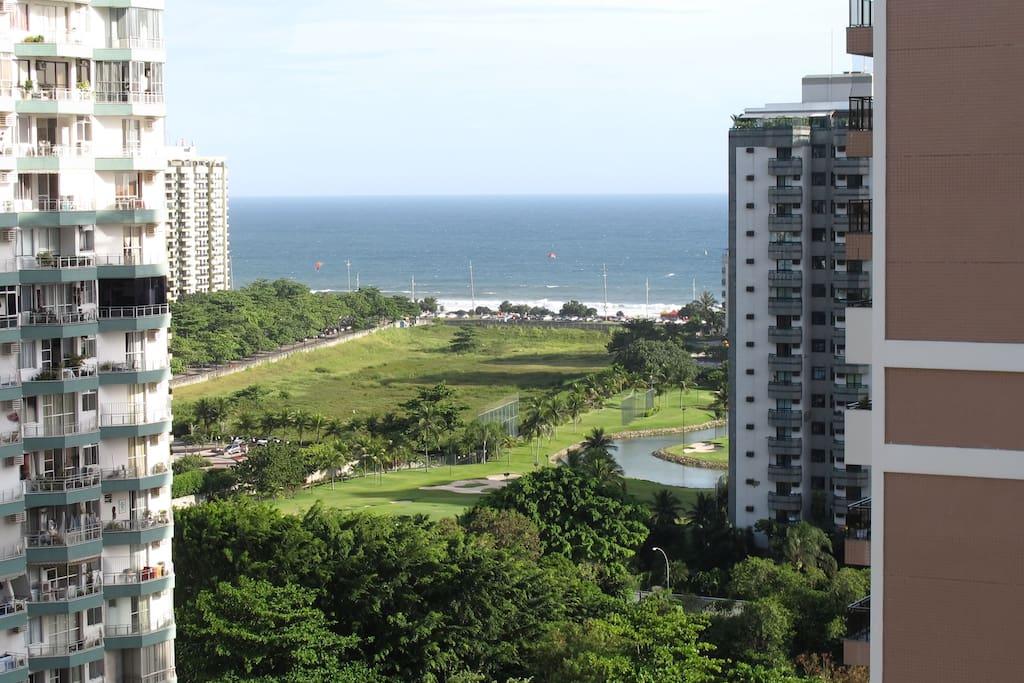 Vista para a praia da Barra da Tijuca. Acesso a pé.