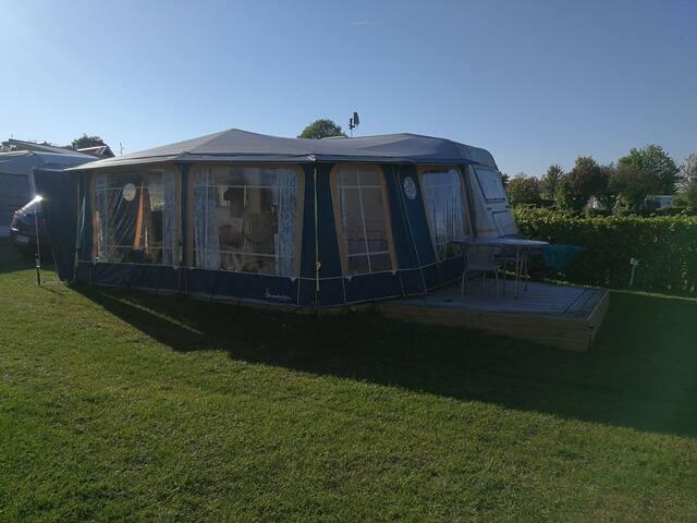 Stor dejlig campingvogn