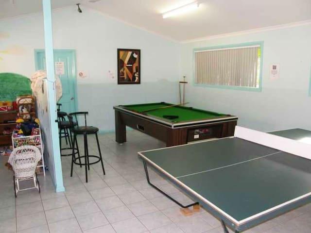 Private Villa in Resort, 1k Walk to Beach, Pets ok - Korora - Villa