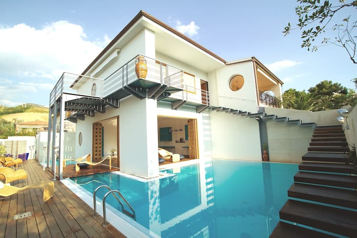 "CHARMING PRIVATE VILLA -  ""WATER HOUSE"""