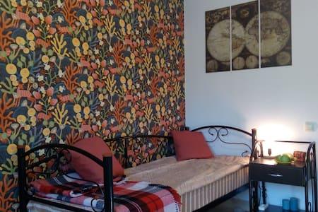 Небольшая уютная комната в тихом и зелёном районе