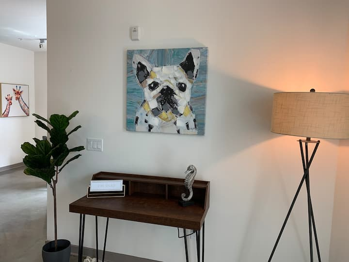 MODERN 2 BD 2 BA IN GLENDALE WITH POOL AND HOT TUB