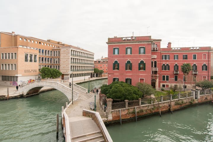 Unforgettable Venetian Canal Views