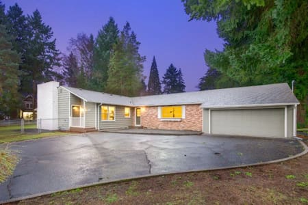 8min to PDX, 24hrs via Private Entrance, 580sqft - House