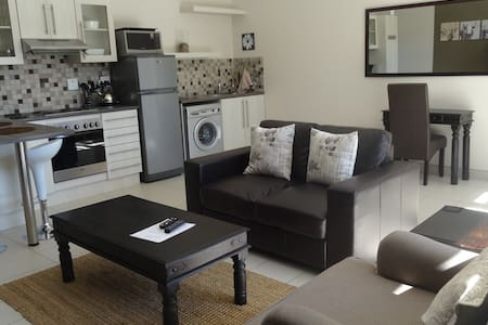 Luxery Self Catering Windhoek Unit 2 - Daire