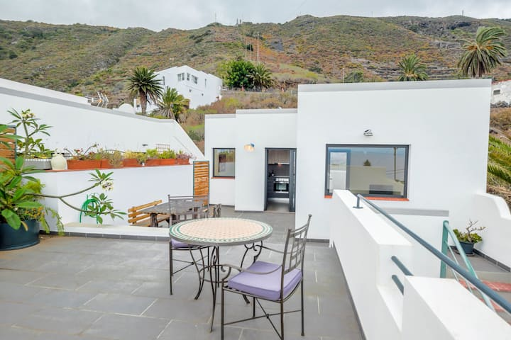 Holiday Home SOL Garachico La Coronela with Sea View, Mountain View, Terrace & Balcony