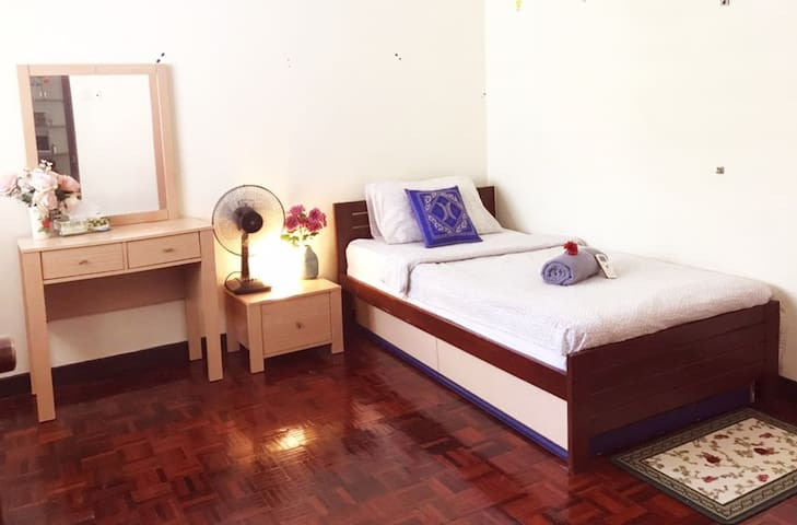[PROMO]Backpackers Friendly Near MRT1U/IKEA/UPTOWN