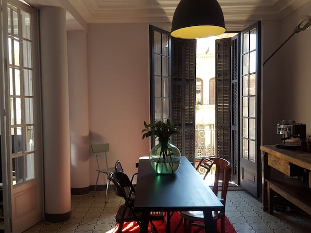 A separate unit in an antique luxury building - Barcelona - Daire