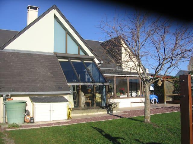 Maison moderne avec piscine à 2 min de la mer