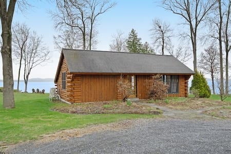 Gorgeous cabin with stunning views and access to a shared dock - free WiFi!