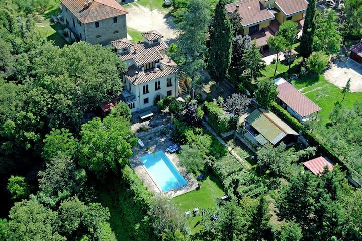 Villa moderna en Subbiano, Italia con piscina