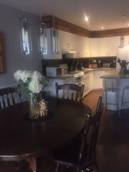 La salle à mangé et la cuisine