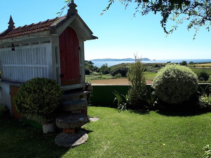 Casa playa con jardin e imejorables vistas a Ons