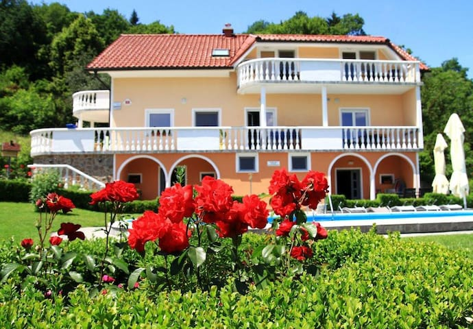 Double room 1km from Aqualuna (Terme Olimia)
