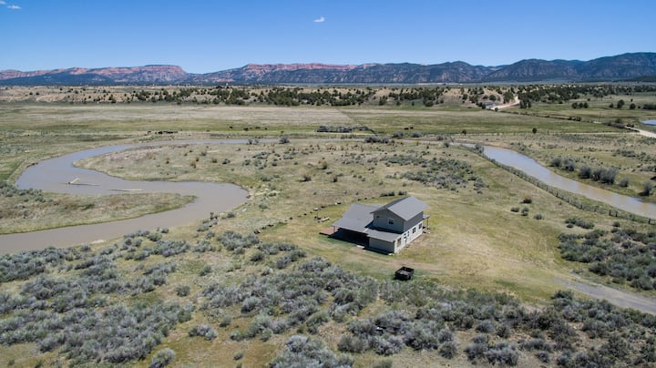 Secluded Luxury Riverfront Ranch on 9 Acres for Bryce & Zion Fiber Internet