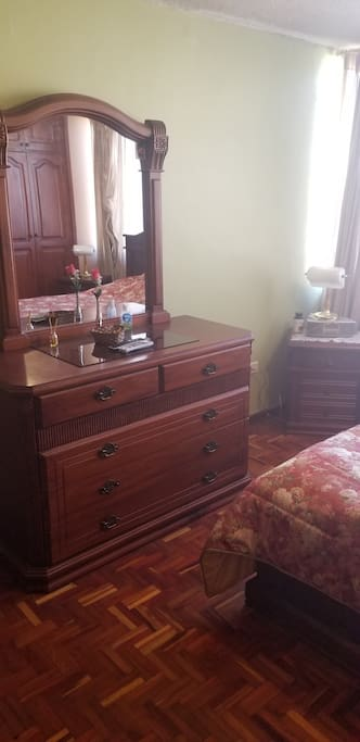 Vista parcial de dormitorio