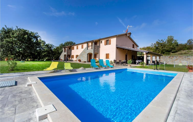 Semi-Detached with 4 bedrooms on 174m² in Gracisce