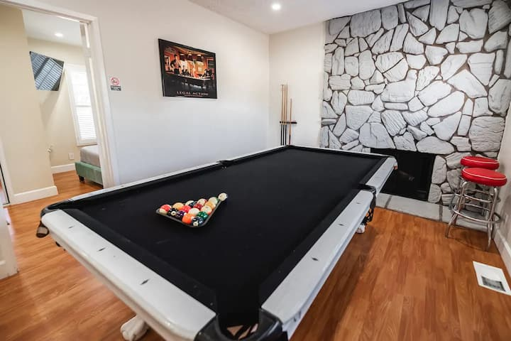 CLEAN/DISINFECTED Movie Home w/ Pool Table (p19)