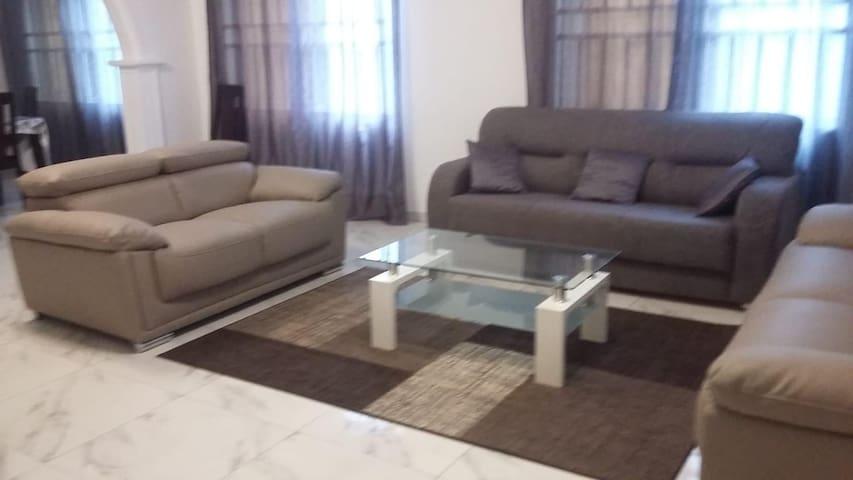 Très belle villa moderne à Avépozo