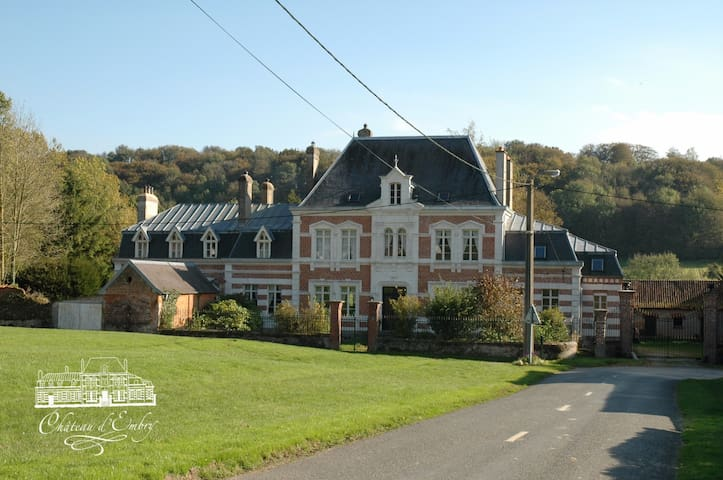 Château d'Embry met 16 kamers. - Embry